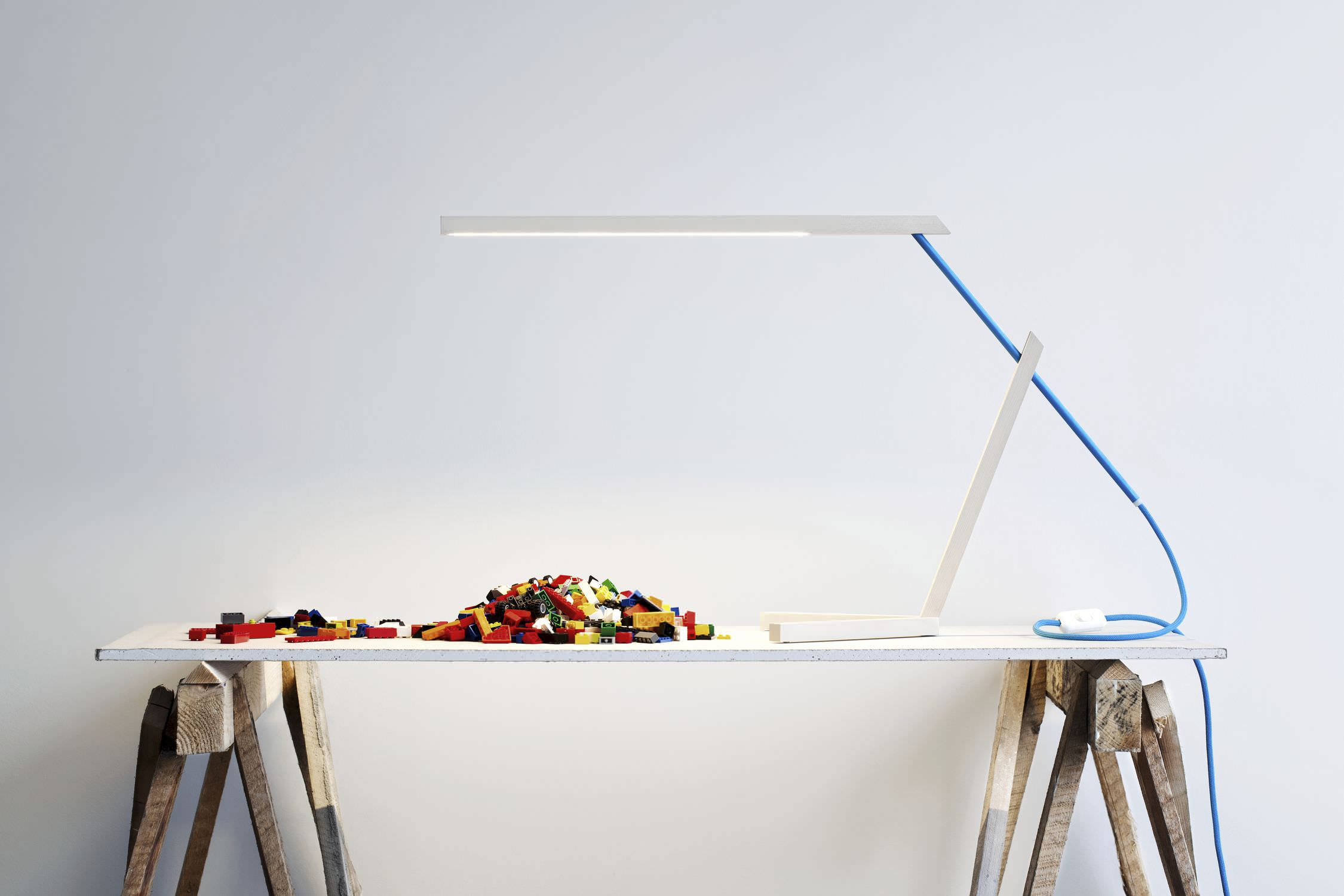 Lampe de bureau design minimaliste en aluminium en érable