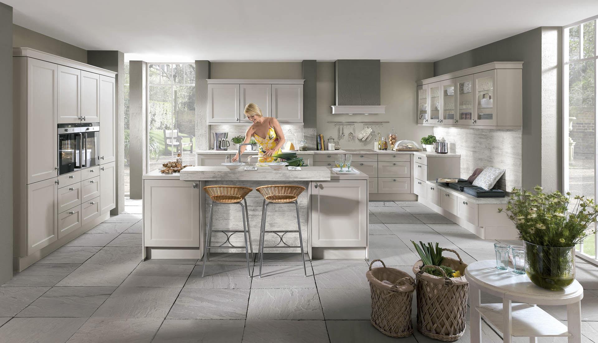 cuisine contemporaine / en bois / avec îlot / laquée - chalet 881