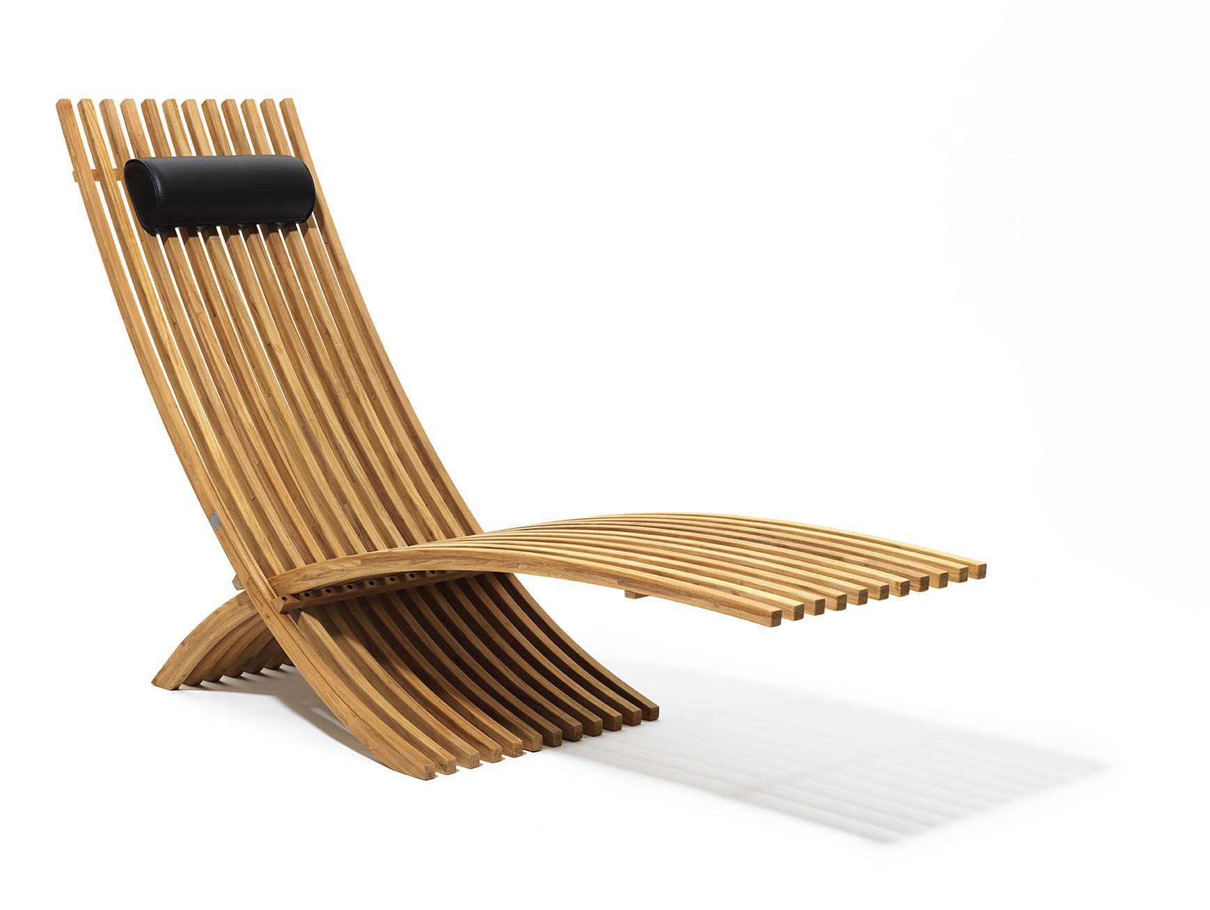 Chaise longue contemporaine en teck de jardin NOZIB by Nils