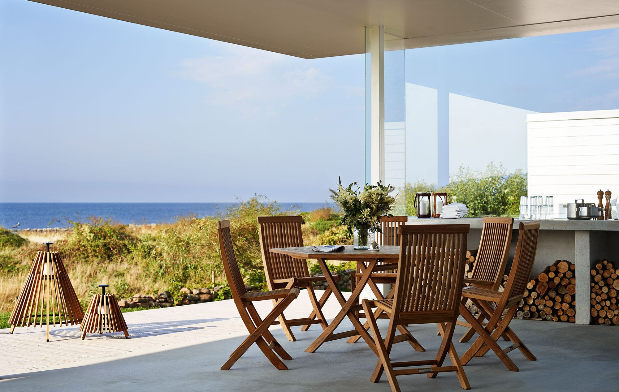 Table contemporaine / en teck / hexagonale / de jardin - VIKEN by ...