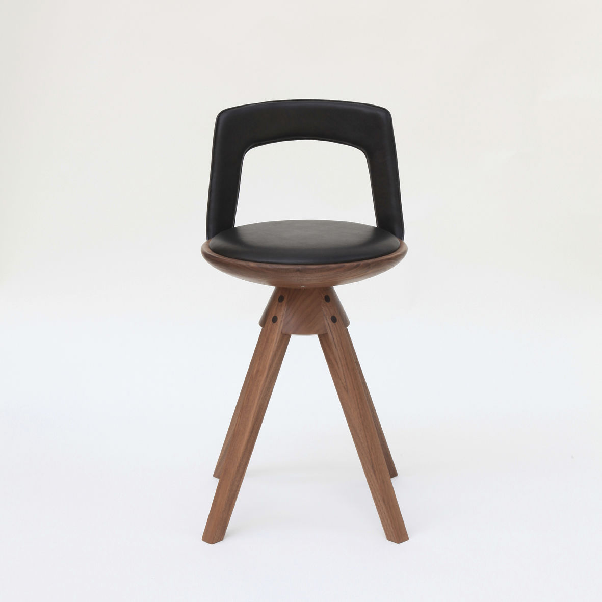 Chaise De Bar Design Scandinave Pivotante Tapissee En Noyer