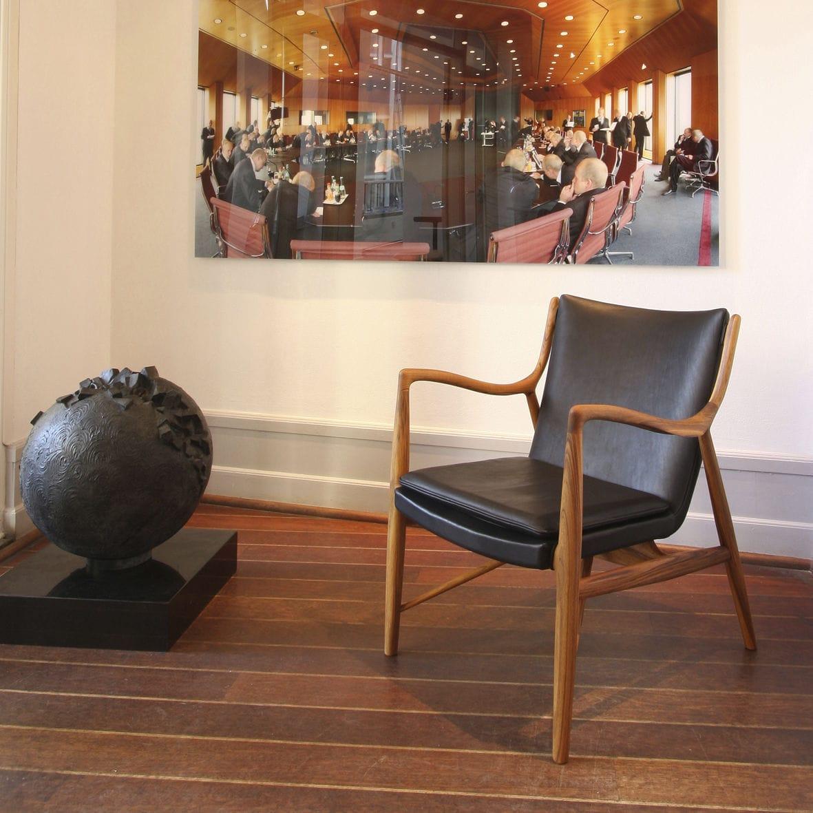 Fauteuil design scandinave en bois en tissu en cuir 45