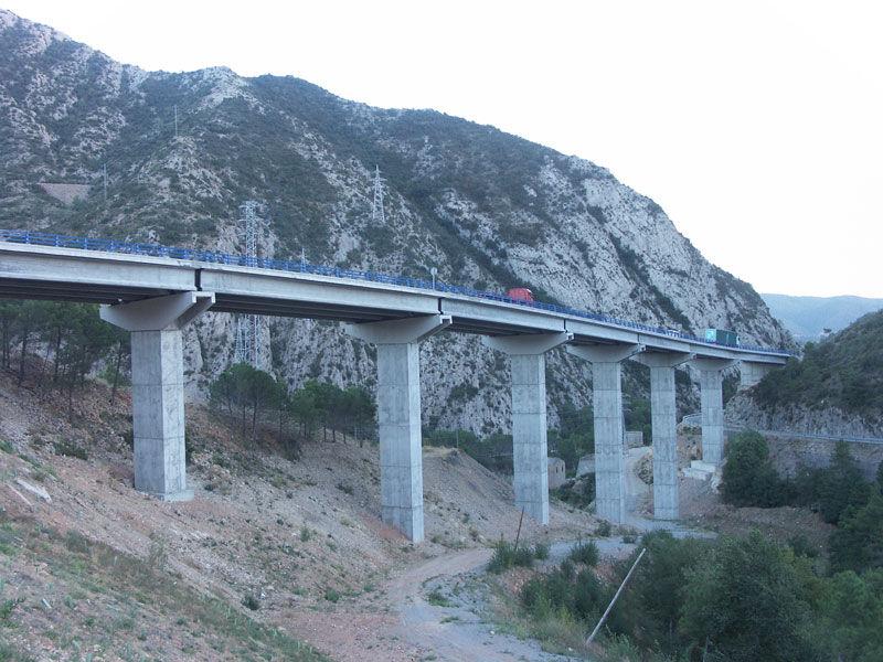 Construction de pont en béton armé