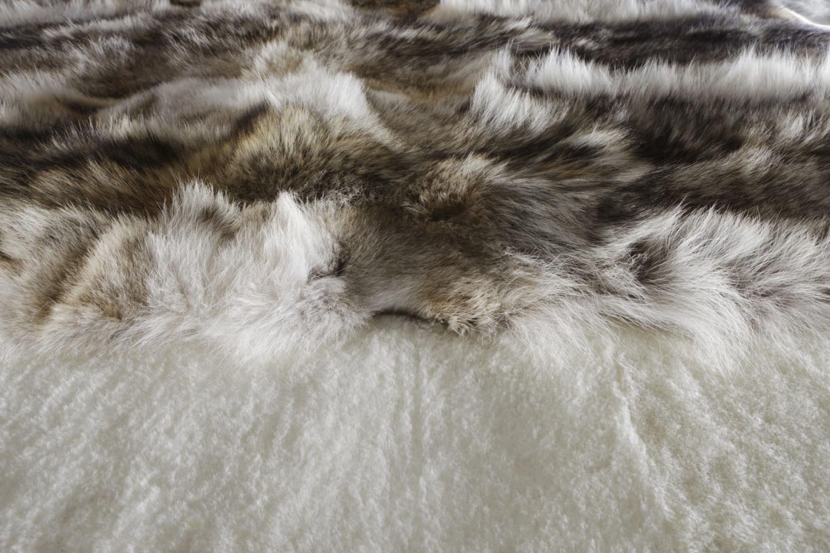 tapis contemporain motif en peau de bte rectangulaire coyote - Tapis Peau De Bete