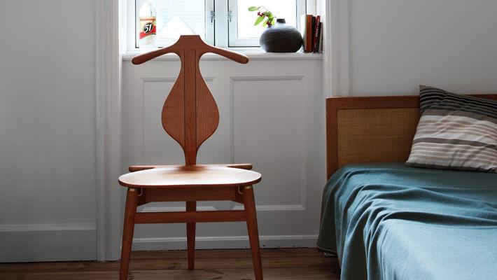 chaise contemporaine en bois par hans j wegner the valet pp250 - Valet Chaise Bois
