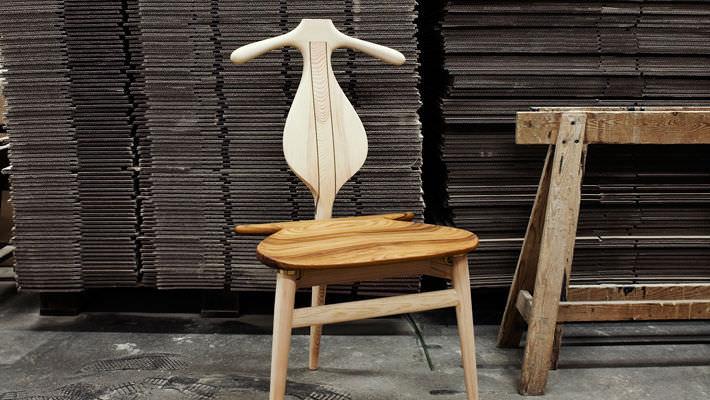 chaise contemporaine en bois par hans j wegner the valet pp250 pp mbler - Valet Chaise Bois