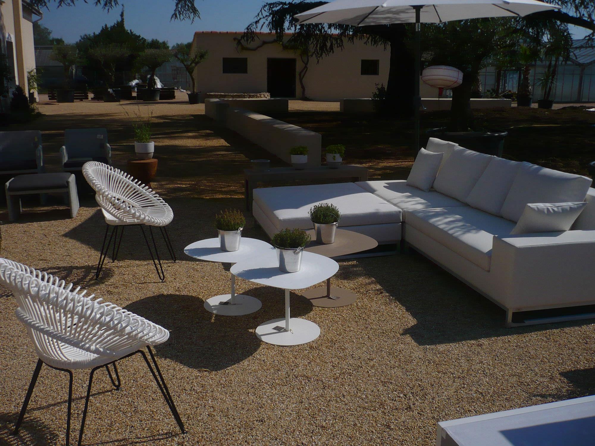 Table Basse Contemporaine En Acier Thermolaqu En Acier  # Table De Jardin Acier Galvanise