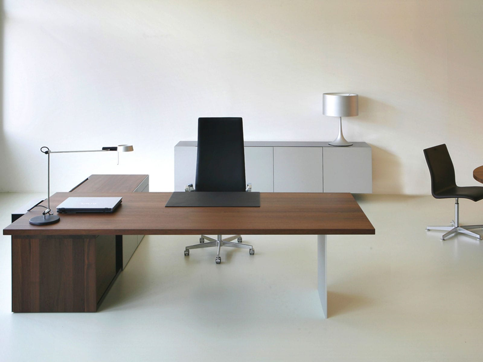 Bureau de direction en bois massif contemporain