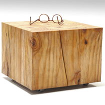 Table d'appoint / contemporaine / en bois / carrée