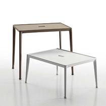 Table d'appoint contemporaine / en iroko / en fonte d'aluminium / rectangulaire