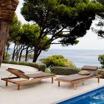 Bain de soleil contemporain / en teck / en polyester / de jardin