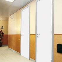 Porte battante / en bois / en aluminium / pour établissement public