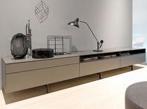Buffet contemporain / en bois laqué / par Werner Aisslinger