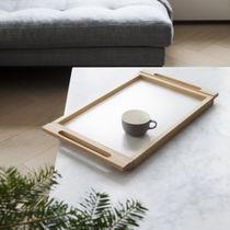 Plateau de service en bois / par Alvar Aalto