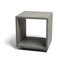 Table basse contemporaine / en béton / rectangulaire / à roulettes