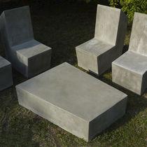 Table basse / contemporaine / en ciment / pour établissement public