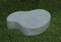 Table basse / design original / en ciment / pour espace public