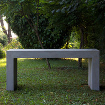 Table contemporaine / en ciment / rectangulaire / de jardin