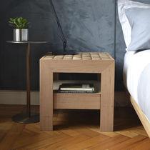 Table de chevet contemporaine / en bois / carrée / pour hôtel