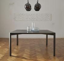 Table à manger contemporaine / en laiton / en basalte / rectangulaire