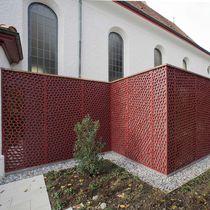 Panneau décoratif en fibre de bois / pour aménagement extérieur / perforé / brise-vue