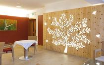 Panneau décoratif en bois / pour cloison / perforé