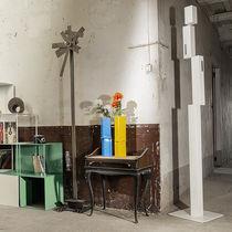 Vase contemporain / en fer