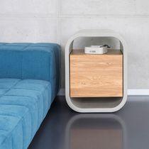 Table de chevet contemporaine / en chêne / en bois massif / en béton