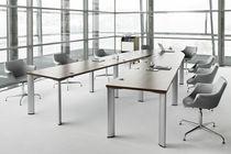 Table de conférence / design original / en plaqué bois / ovale