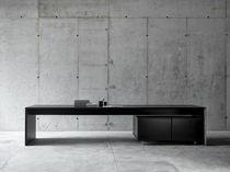 Table contemporaine / en MDF laqué / rectangulaire / avec rangement