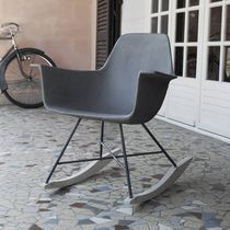 Chaise contemporaine / avec accoudoirs / à bascule / en bois
