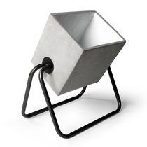 Lampe de sol / contemporaine / en béton