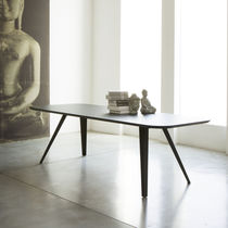 Table à manger / contemporaine / en MDF / en frêne