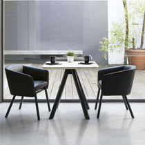 Chaise contemporaine / en tissu / en hêtre / avec accoudoirs