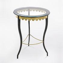 Table d'appoint classique / en verre / en fer forgé / en cuir