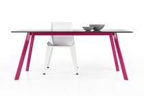 Table à manger contemporaine / en métal peint / en béton / rectangulaire