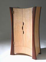 Armoire design original / en bois / avec porte battante