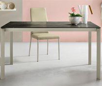 Table à manger contemporaine / en bois laqué / en cristal / en aluminium