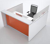 Banque d'accueil d'angle / en bois / en aluminium anodisé / en verre