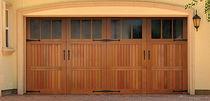 Portes de garage battantes / en bois / automatiques