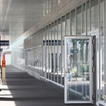 Porte d'entrée / battante / en aluminium / à isolation thermique