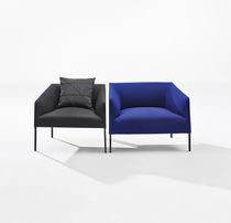 Fauteuil contemporain / en tissu / en cuir / noir