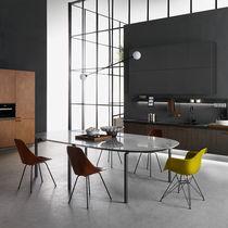 Table contemporaine / en bois / rectangulaire / ronde