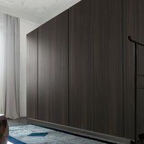 Armoire contemporaine / en chêne / en aluminium laqué / en aluminium peint
