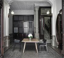 Table contemporaine / en chêne / en noyer / en MDF