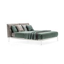 Lit double / contemporain / avec tête de lit tapissée / avec tête de lit en cuir