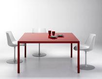 Table contemporaine / en résine / en verre trempé / rectangulaire