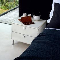 Table de chevet / contemporaine / en aluminium / en cuir