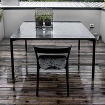 Table contemporaine / en bois / en béton / rectangulaire