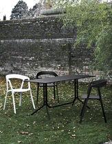 Table contemporaine / en aluminium / carrée / pliante
